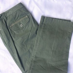 White House/Black Market Chino Army Green Size 8
